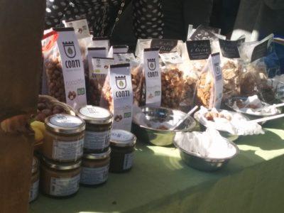 Mandeln und Haselnüsse und daraus hergestellte Leckereien