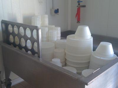 Verschiedene Formen zur Herstellung Ricotta und Käse