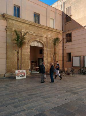 Eingang zum Fischmarkt in Marsala