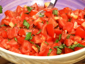 Zubereitete Tomatenmischung für die Pasta und die Bruschetta