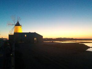 Sonnenuntergang bei den Salinen von Marsala
