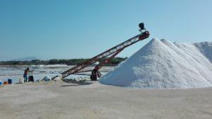 Anlieferung des Salzes mit dem Schubkarren