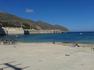 """Der """"Spiaggia Praia"""" direkt im Ort gelegen"""
