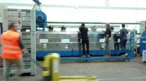 Trennung der Steine vom Fruchtfleisch findet in dieser Maschine statt