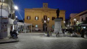 Piazza Europa mit Rathaus