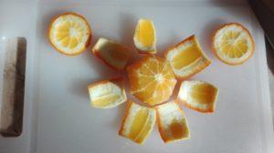 geschälte Orange, bereit zum filetieren