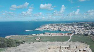 Blick auf den Hafen von Favignana