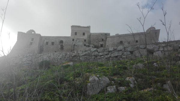 Die Burg ist inzwischen zum greifen nahe gerückt