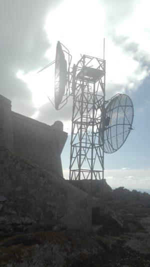Wirklich hässlich diese Antenne, am schönsten Platz auf dem Gipfel