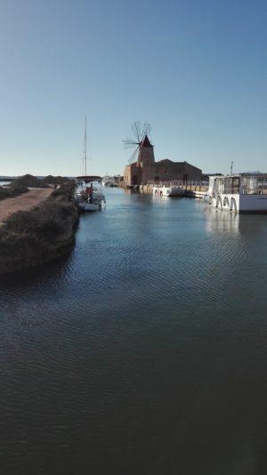 Windmühle in den Salinen von Marsala