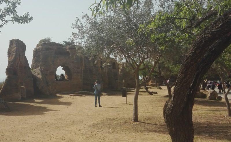 Mauerabschnitt mit den Nischen einer frühchristlichen Bestattungsform