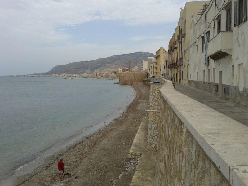 Strand direkt hinter dem Alten Fischmarkt