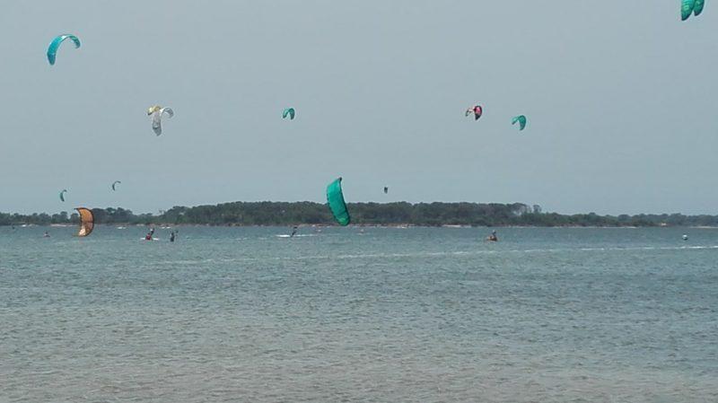 Viel Kite-Verkehr in der Stagnone, um die Mittagszeit noch etwas ruhiger, aber dann gehts ab