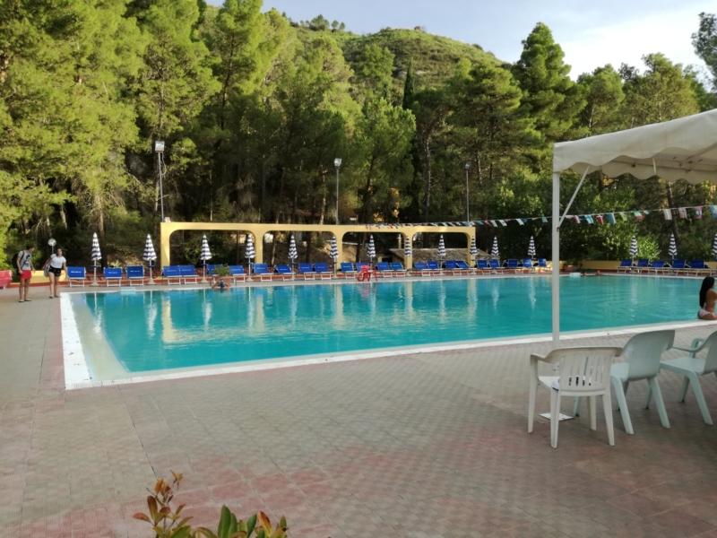 Das Schwimmbad der Therme mit integriertem Kinderbecken